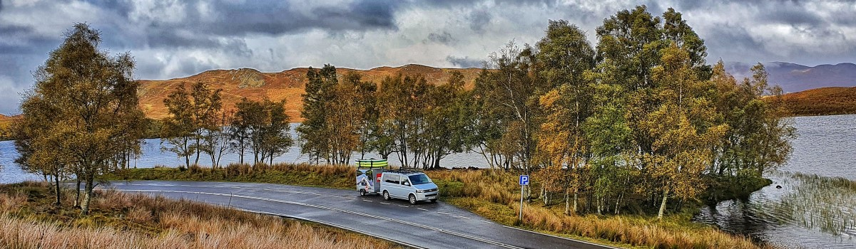Red SUP VW & Box Trailer at Loch Tarff 1200×350